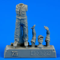 U.S. Army aircraft mechanic WWII - Pacific theatre Figurines x - Image 1