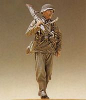 WALKING SS INFANTRY MG GUNNER